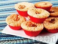 Дребни домашни маслени коледни сладки (масленки) със свинска мас и орехи в хартиени кошнички (формички)